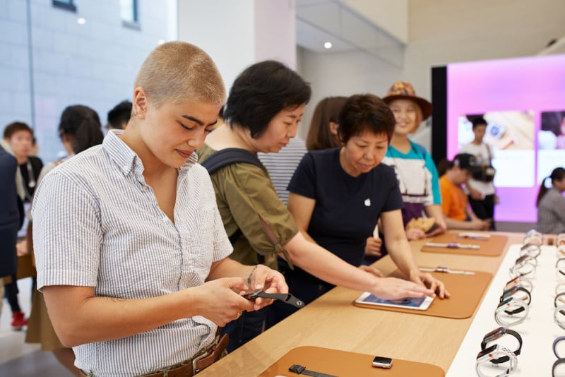 Apple-Store-opening-Kyoto-Shijo-inside-product-table-08252018