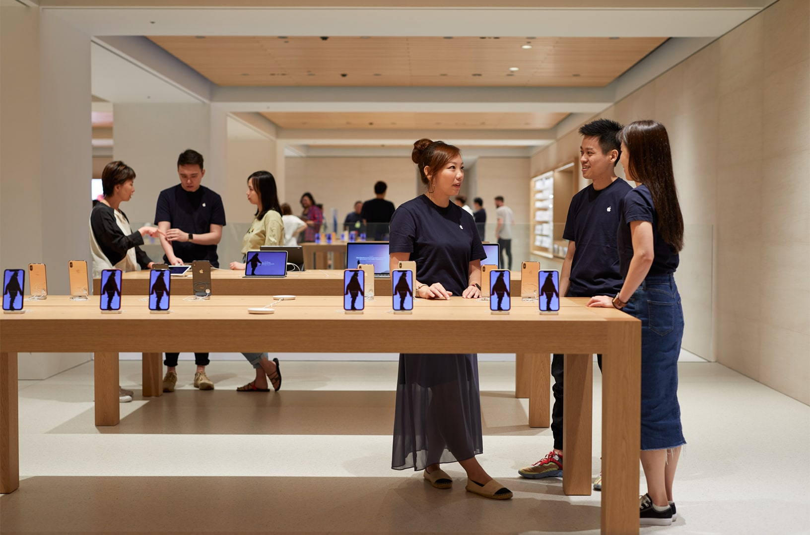Apple-Marunouchi-opens-saturday-in-Tokyo-team-members-090419