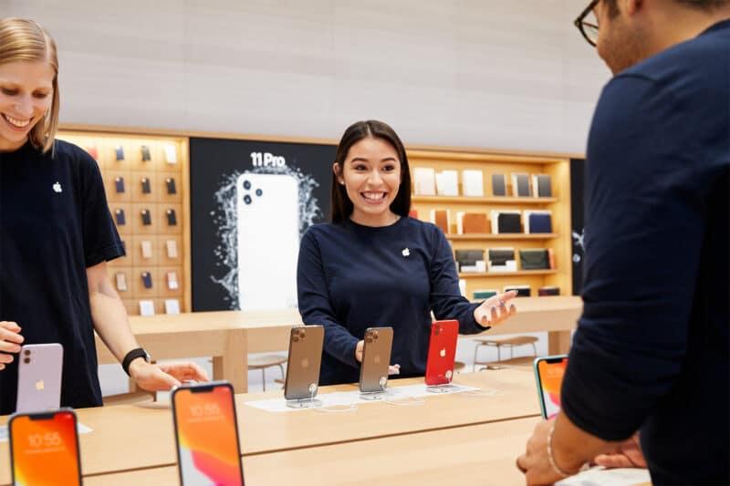 Apple-Store-fifth-avenue-new-york-apple-team-members-prepare-store-091919