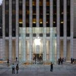 Apple Store สาขา Fifth Avenue กลับมาเปิดตัวอีกครั้ง พร้อมโฉมใหม่ที่ใหญ่กว่าเดิม 2 เท่า