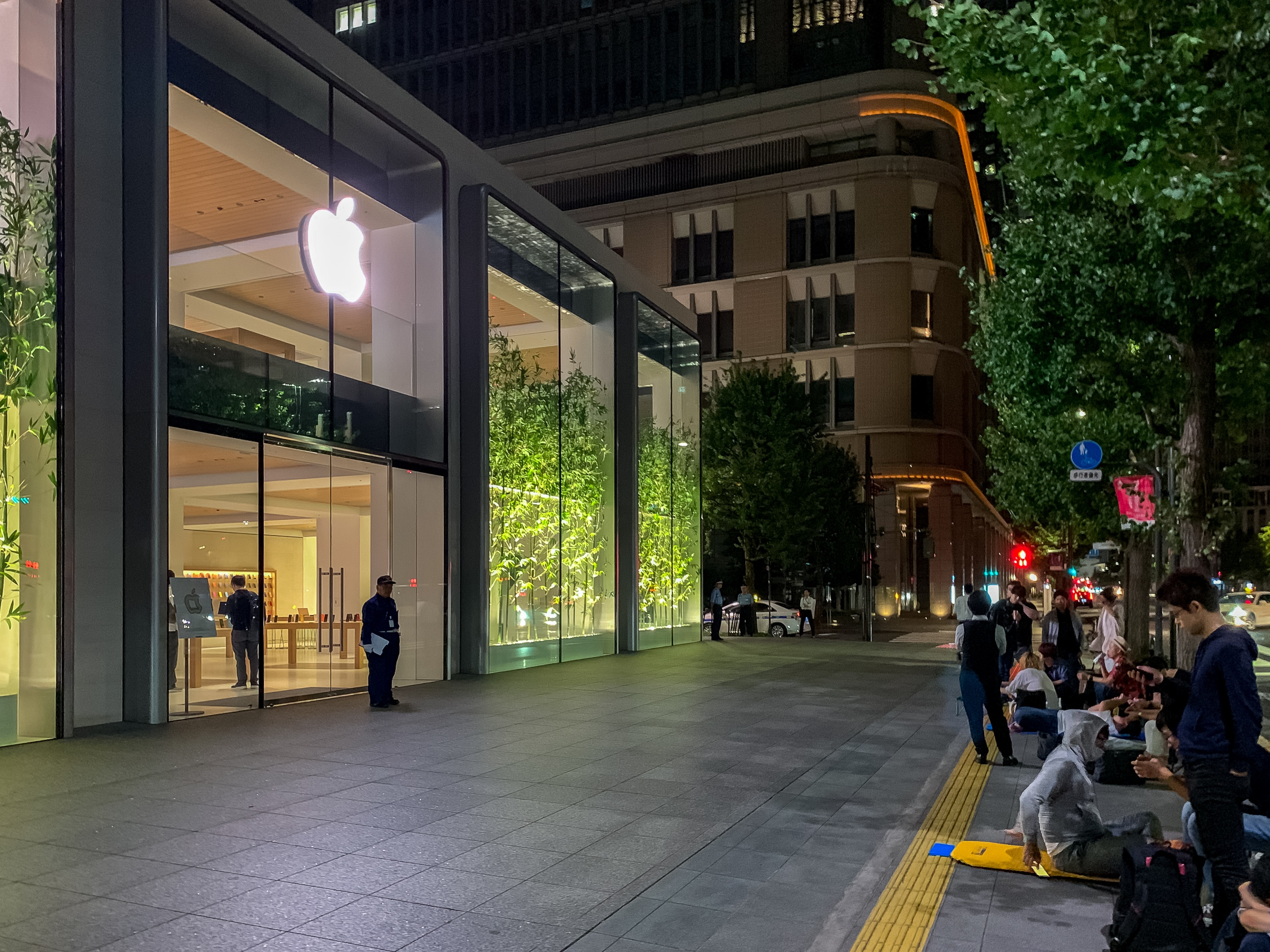 apple_marunouchi_dawn_3