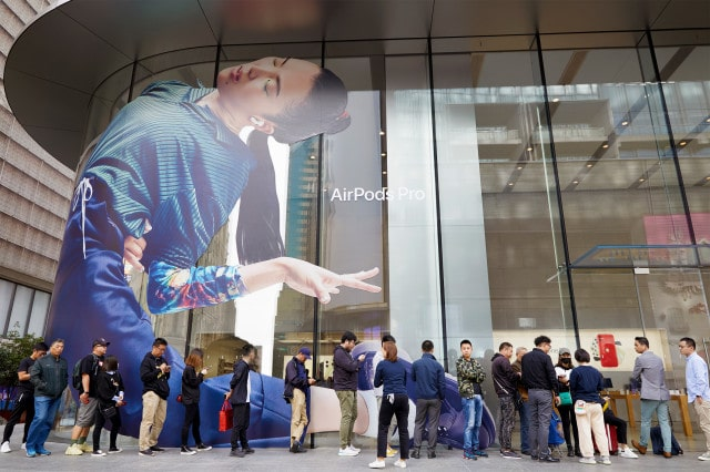 Apple-AirPod-Pro-launch-Shanghai-outside-line-10302019