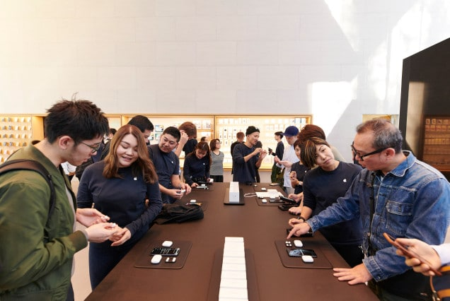 Apple-AirPod-Pro-launch-Tokyo-product-table-10302019