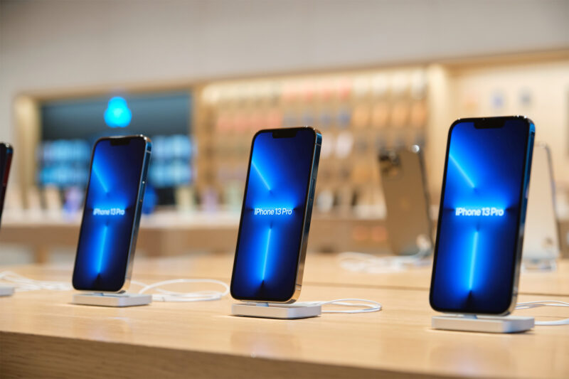 iPhone 13 ล็อตใหม่เริ่มเข้าไทยแล้ว หลายร้านเริ่ม Walk-in เข้าไปซื้อได้ (และของเริ่มหมดอย่างรวดเร็ว)